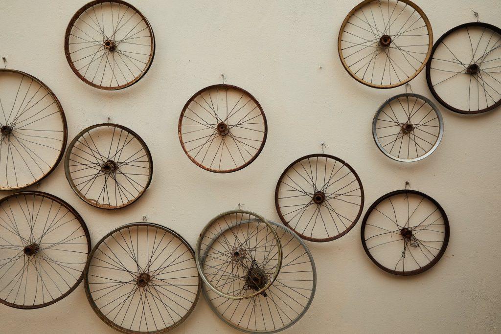 Roestige fiets wielen